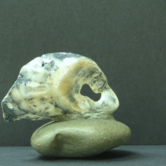 11miniatures made of shells/ ston